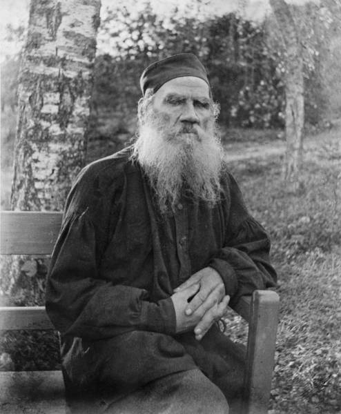 b2ap3_thumbnail_Leo_Tolstoy_1897_black_and_white.jpg